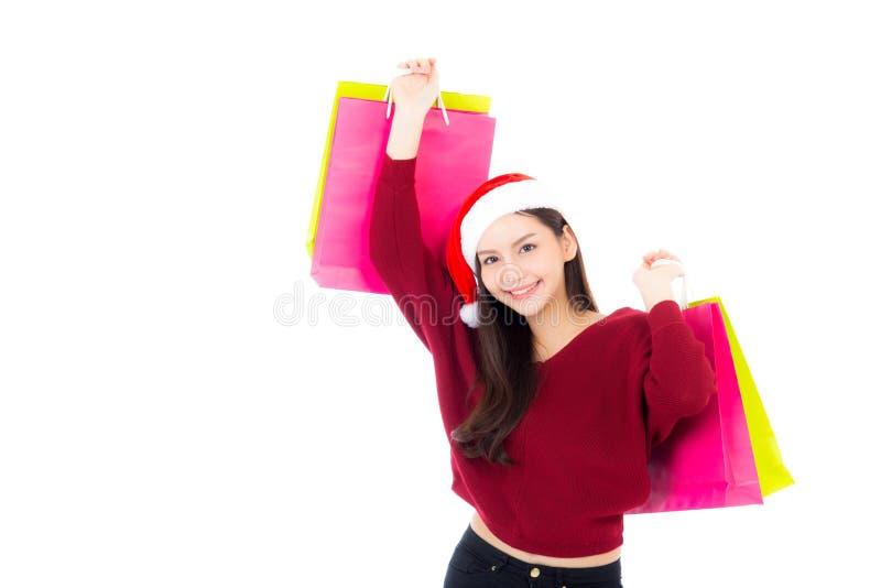 Femme asiatique de mode heureuse avec le sourire tenant le sac de papier de achat, image stock