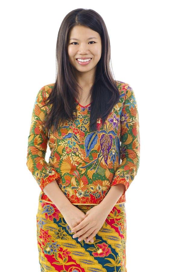 Femme asiatique en batik images stock