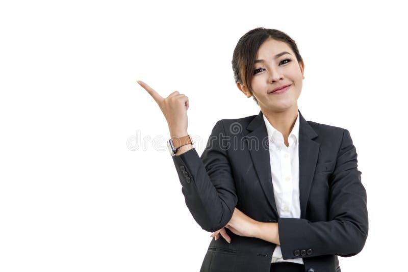 Femme asiatique gaie imaginant et regardant avec le haut aspiratio image stock