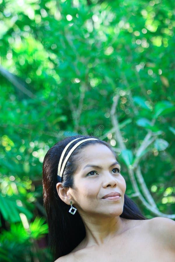 Femme asiatique heureuse. photographie stock