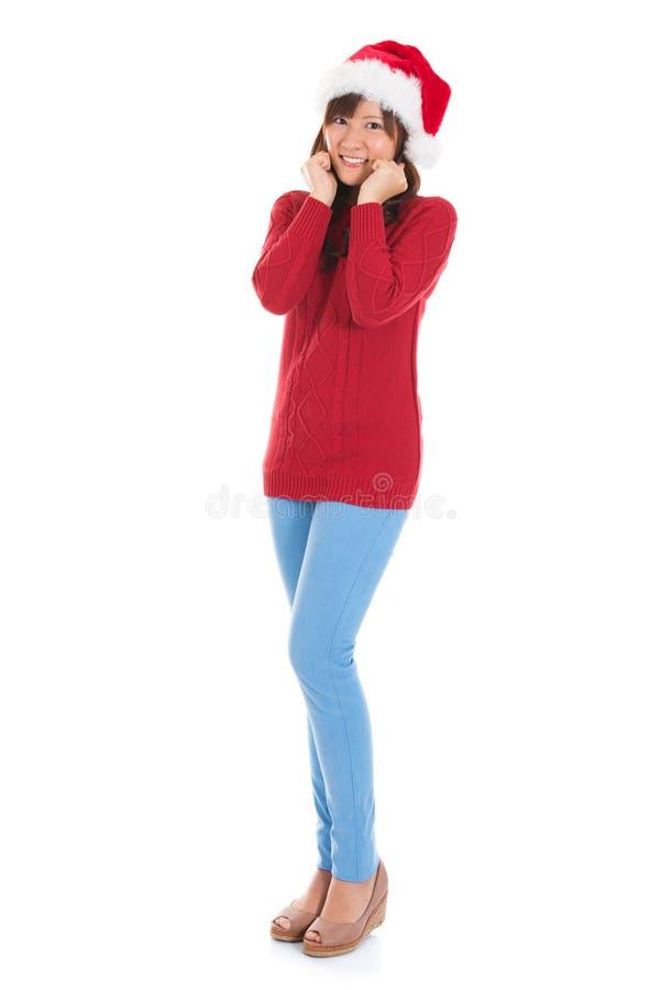 Femme asiatique heureuse de Noël de plein corps photo libre de droits