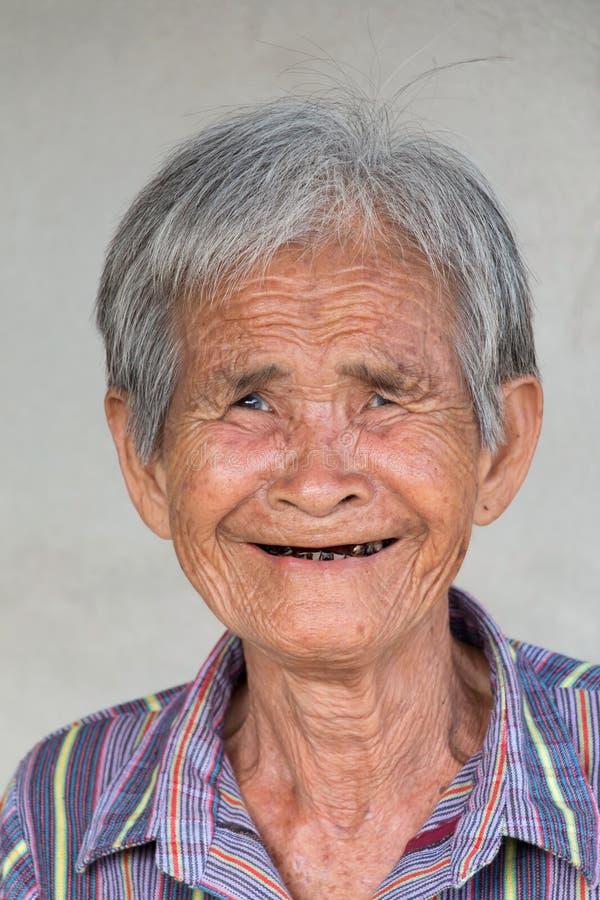 Femme asiatique supérieure photographie stock libre de droits