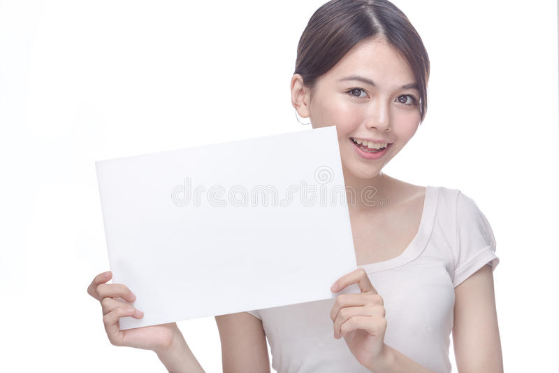 Femme asiatique tenant le signe vide photos libres de droits