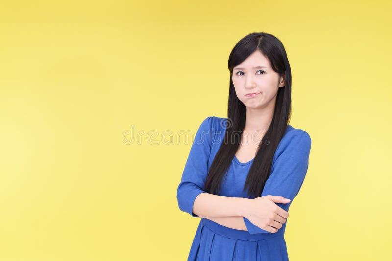 Femme asiatique très fâchée photos stock