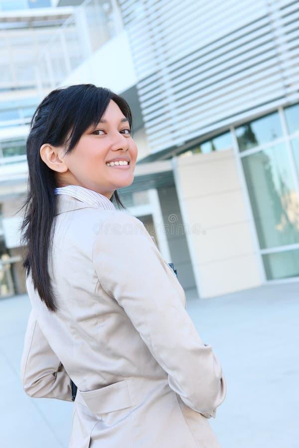 Femme assez asiatique d'affaires de jeunes images stock