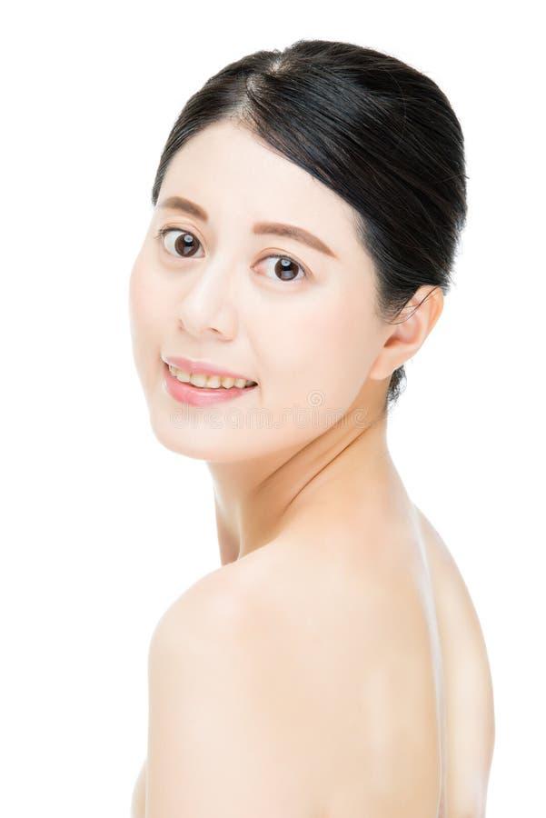 Femme assez asiatique de sourire avec le visage de maquillage de beauté, backgrou blanc photos stock
