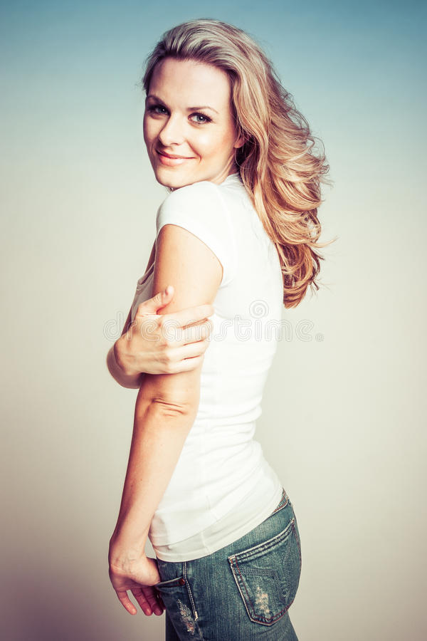 Femme assez blonde photo stock