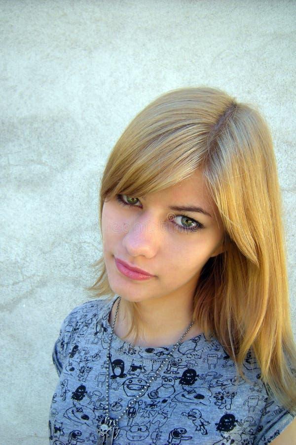 Femme assez jeune photographie stock