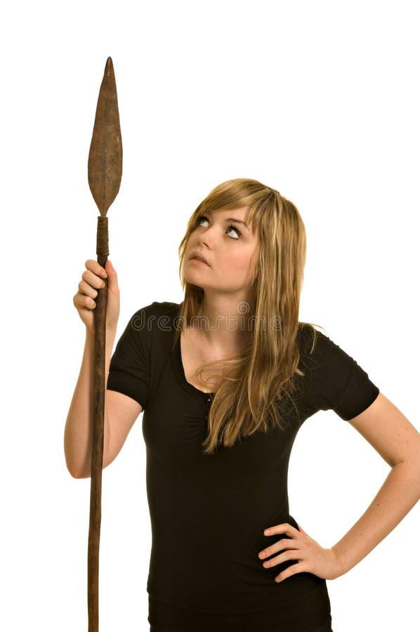 Femme assez jeune avec une lance photographie stock