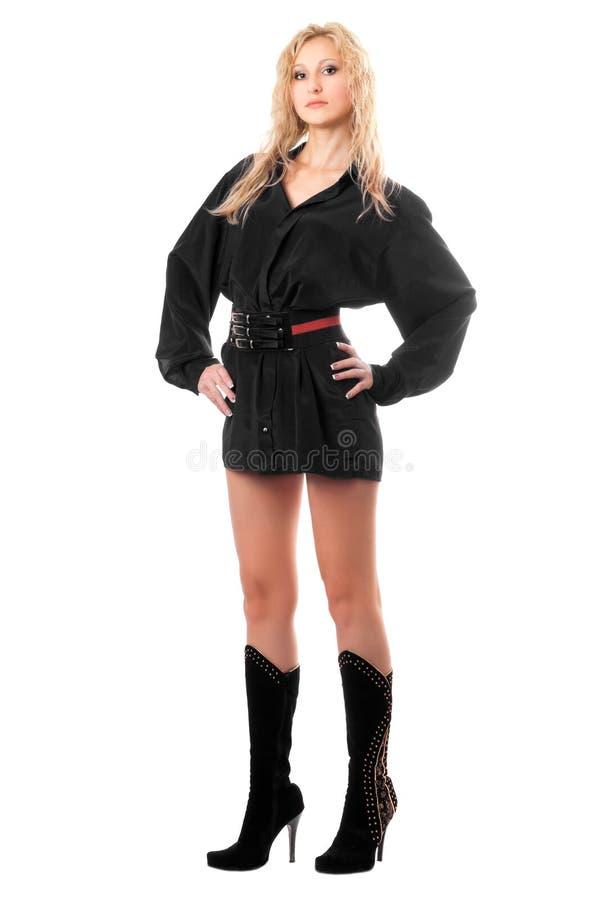 Femme assez jeune dans des chemises des hommes de couleur photographie stock libre de droits