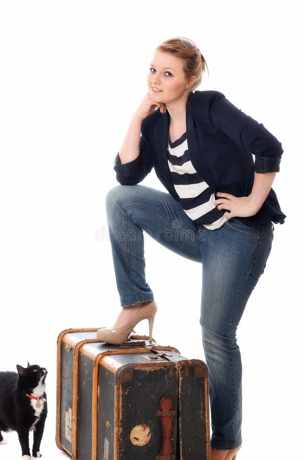 Femme assez jeune disposant à partir à la maison images libres de droits