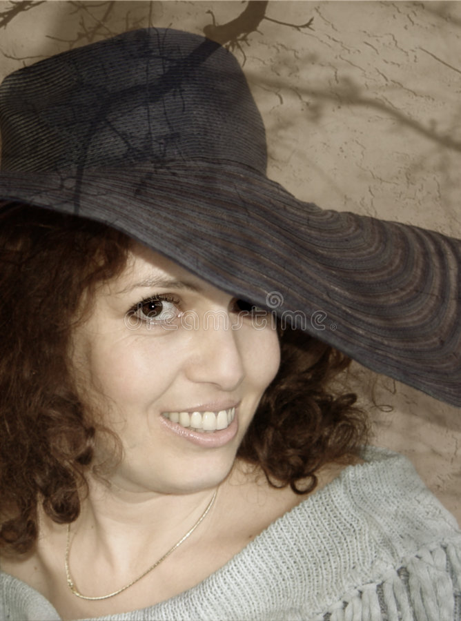 Download Femme attirant photo stock. Image du yeux, chapeau, attrayant - 62034