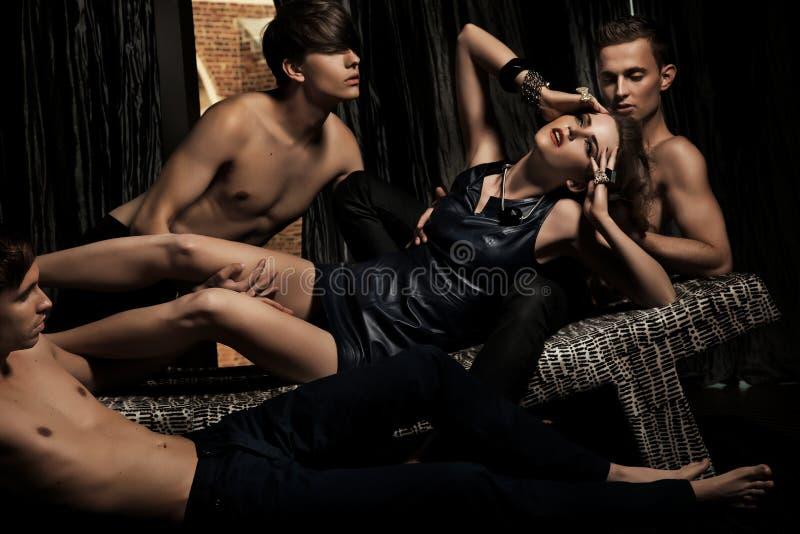 Femme attirant adoré par les hommes photos libres de droits