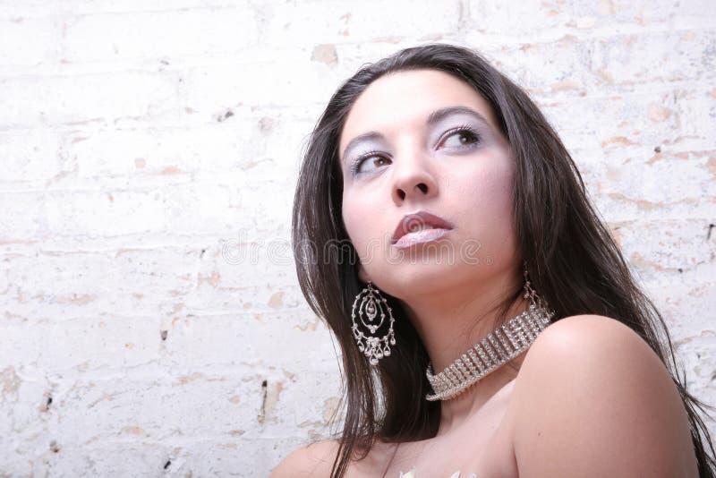 Femme attirant avec le bijou photo stock