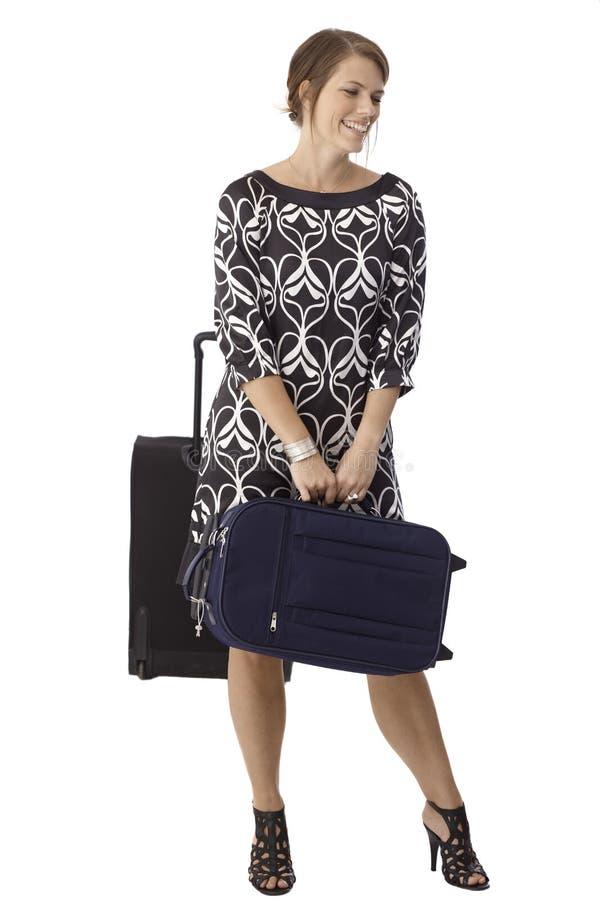 Femme attirante avec des sacs de voyage images stock