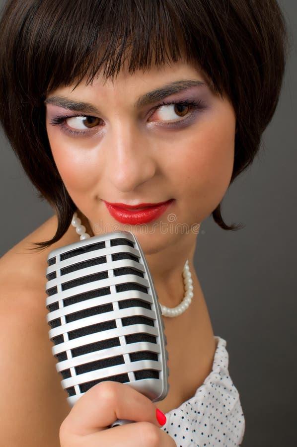 Femme attirante de brunette image stock
