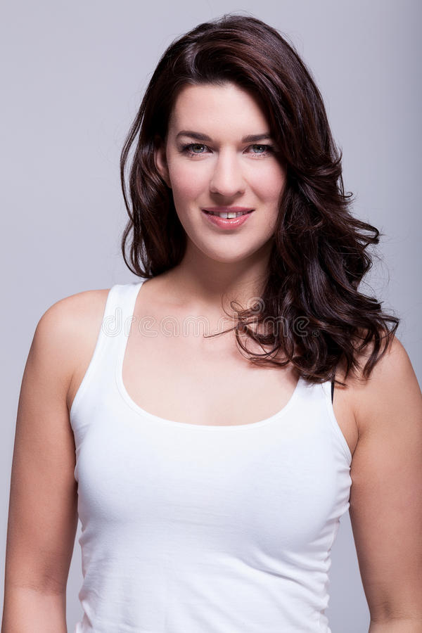 Femme attirante de sourire avec un beau sourire photographie stock libre de droits