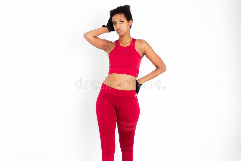 Femme attirante noire de forme physique, corps féminin qualifié, images courantes de beaux Leggins folâtres de femme photographie stock libre de droits