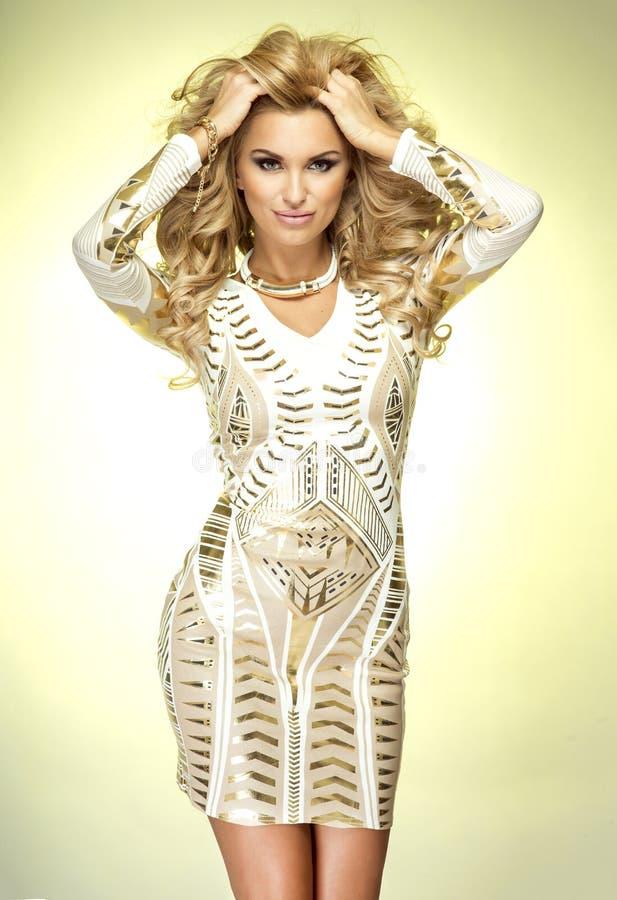 Femme attirante sexy posant dans le studio image libre de droits