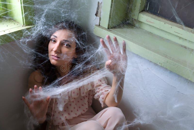Femme attrapée dans la toile d'araignée photo libre de droits