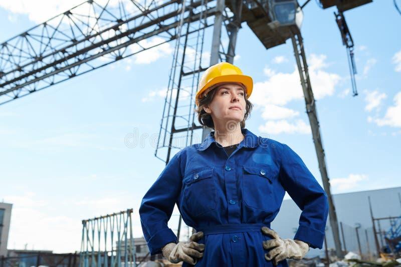 Femme au chantier de construction photographie stock libre de droits