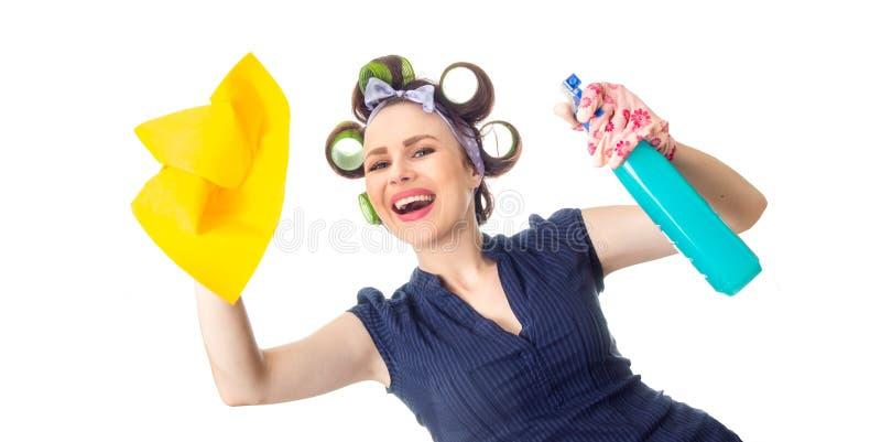 Femme au foyer avec du chiffon image stock