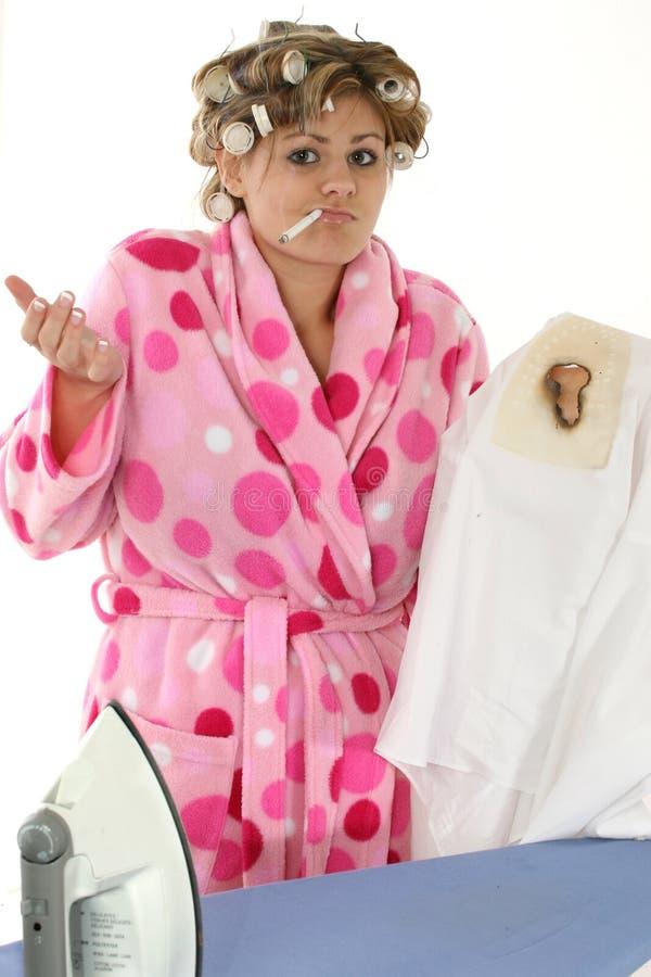Femme au foyer contrariée images stock
