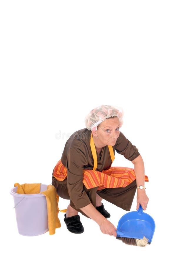 Femme au foyer de nettoyage photo stock