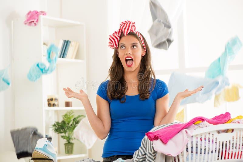Femme au foyer frustrante image libre de droits