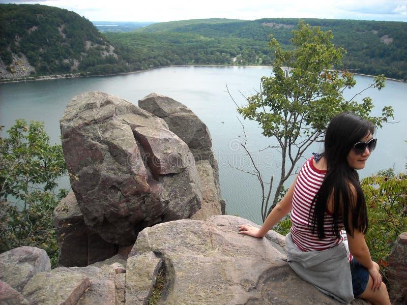 Femme au lac du ` s de diable, le Wisconsin photo stock