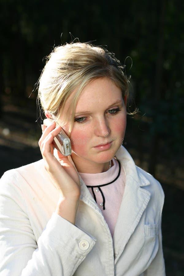 Download Femme au téléphone photo stock. Image du communiquez, beau - 91110