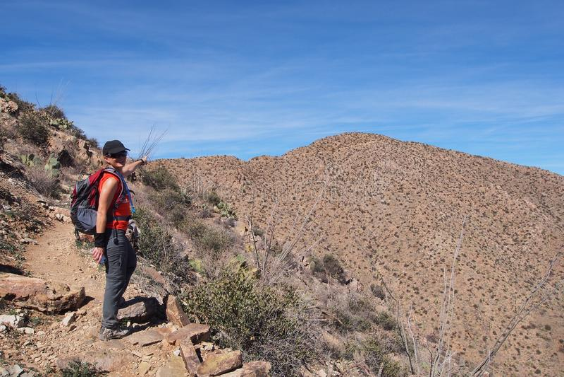 Femme augmentant le Roi Canyon Trail, Arizona images stock