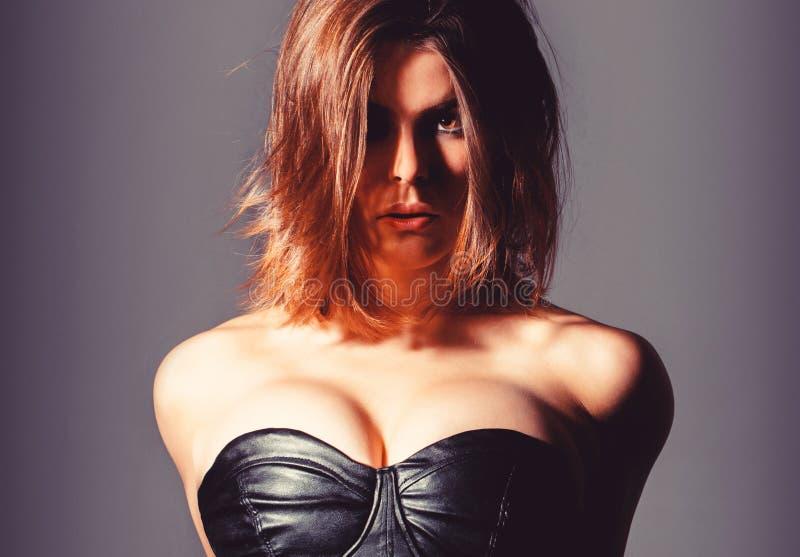 Femme aux gros seins Topless érotique, seins Sexy, gros seins, topless Implants sensuels de silicone images stock
