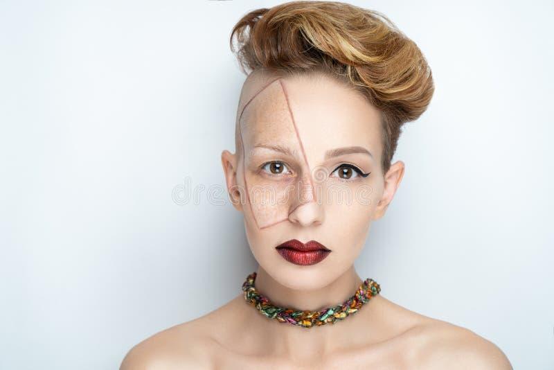 Femme avant après maquillage images stock