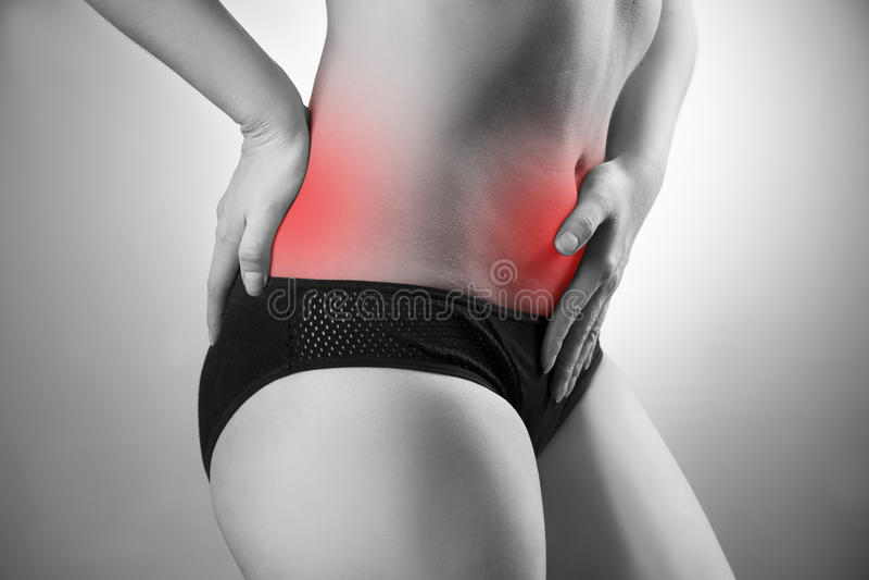 Femme avec abdominal et douleurs de dos Douleur au corps humain images stock