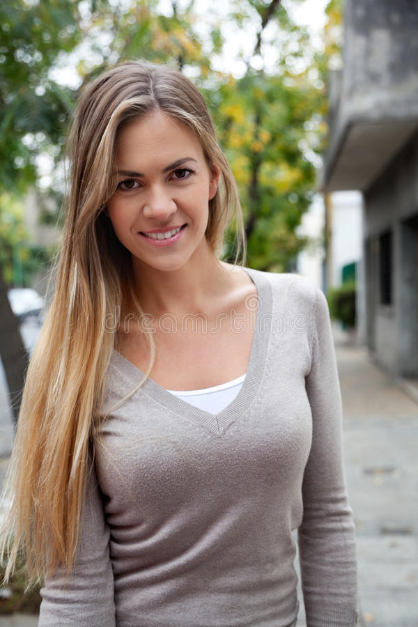 Femme avec de longs cheveux photo stock