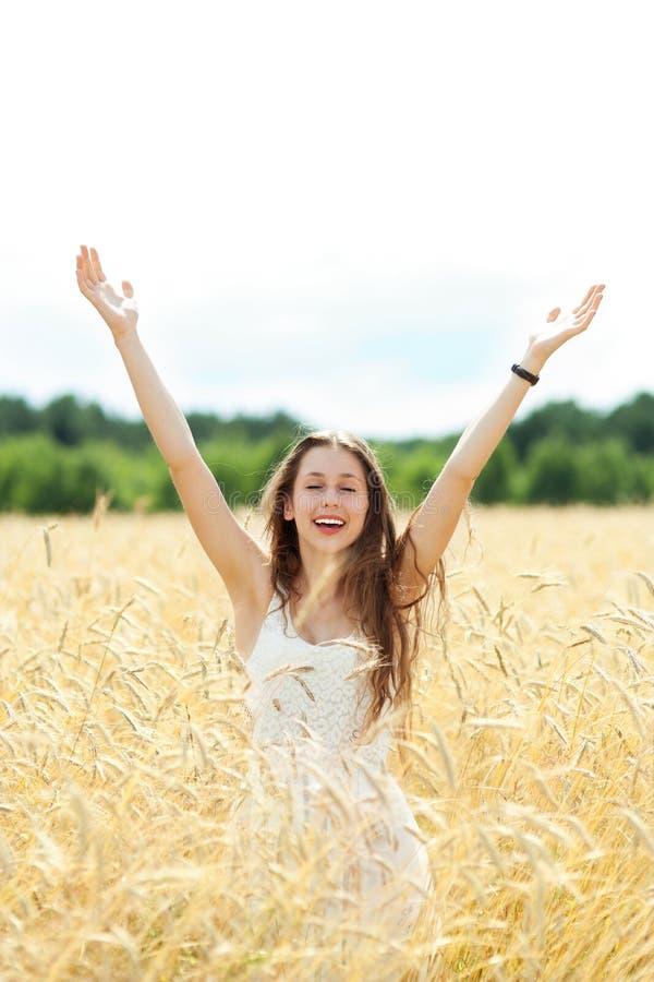 Femme avec des bras augmentés image libre de droits