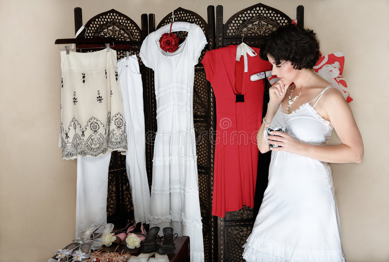 Femme avec des chaussures et des vêtements photos stock