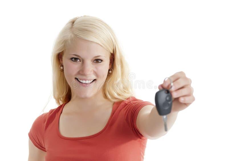 Femme avec des clés de voiture photos stock