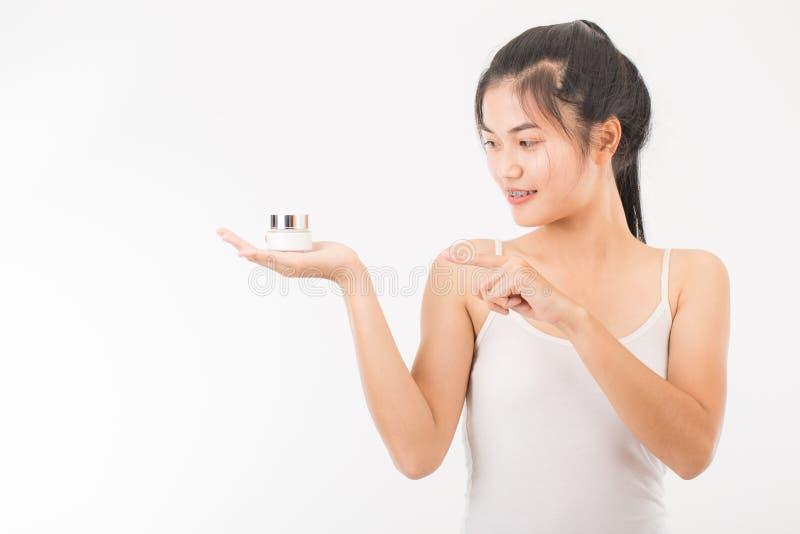 Download Femme avec des cosmétiques image stock. Image du blanc - 87705775