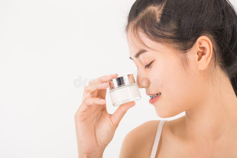 Download Femme avec des cosmétiques image stock. Image du cosmetic - 87705781