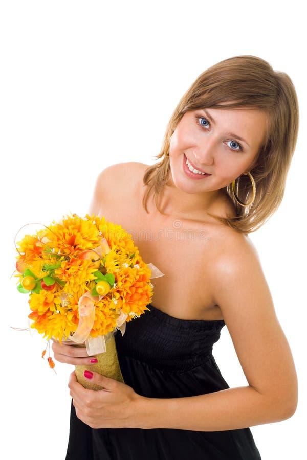 Femme avec des fleurs d'automne image stock