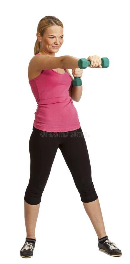 Femme avec des haltères image stock