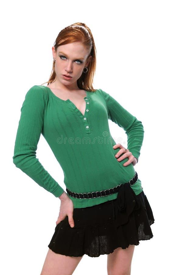 Femme avec des mains sur des gratte-culs images stock