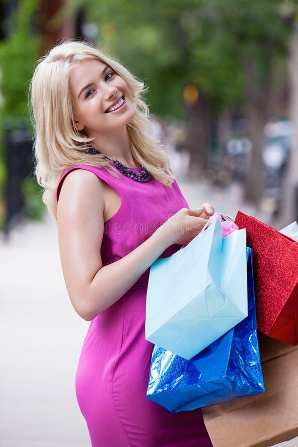 Femme avec des paniers photo stock
