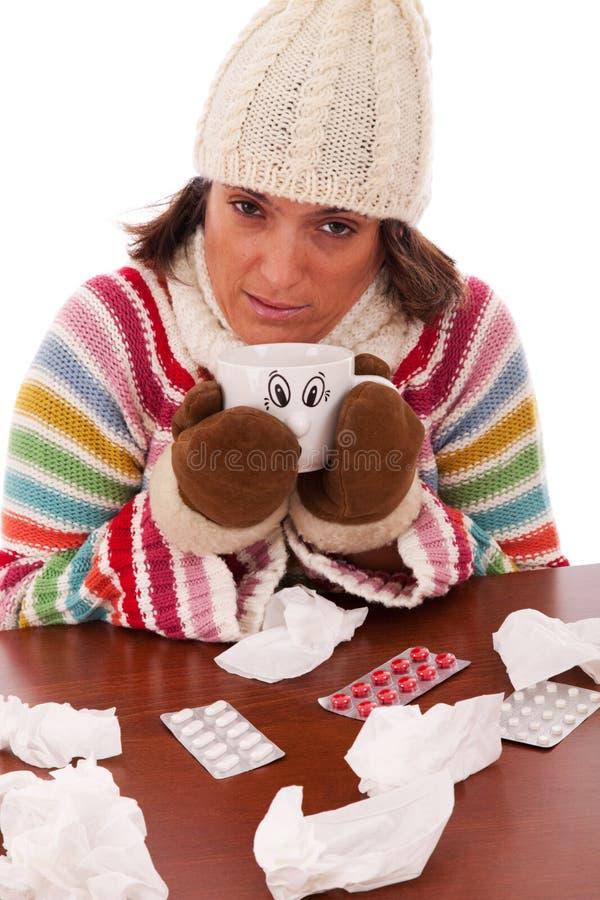Femme avec des sympt40mes de grippe image stock