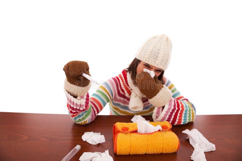 Femme avec des sympt40mes de grippe photographie stock