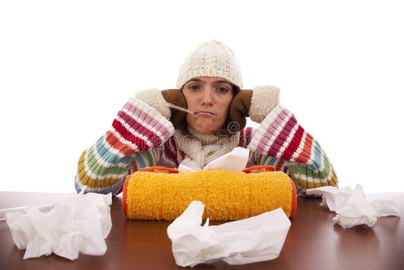Femme avec des sympt40mes de grippe photos stock