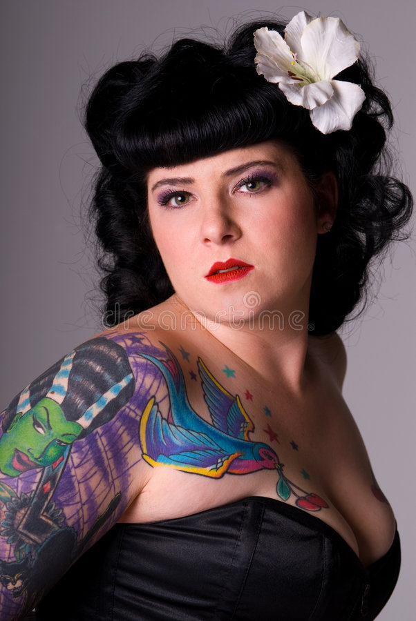 Femme avec des tatouages. image libre de droits