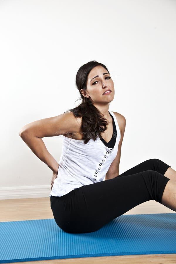 Femme avec douleur dorsale photos stock